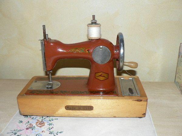 Petite machine a coudre russe for Machine a coudre 8eme merveille